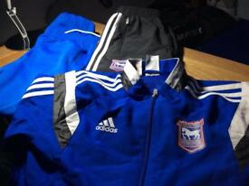 Boys clothing/sporting active gear, aged 10/11 depending on size....