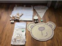 ToysRUs nursery set including curtains, rug, & light shade