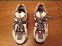 Youths KOOKABURRA Cricket Shoes Size 8.