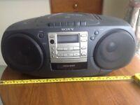 Sony CFD-370 CD RADIO CASSETTE RECORDER.