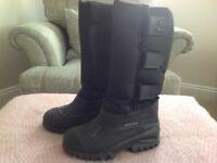 Woof Wear children's yard boots size 13