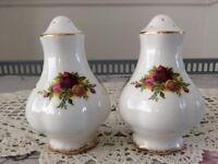 Royal Albert Bone China Salt & Pepper Pot. Old Country Roses.