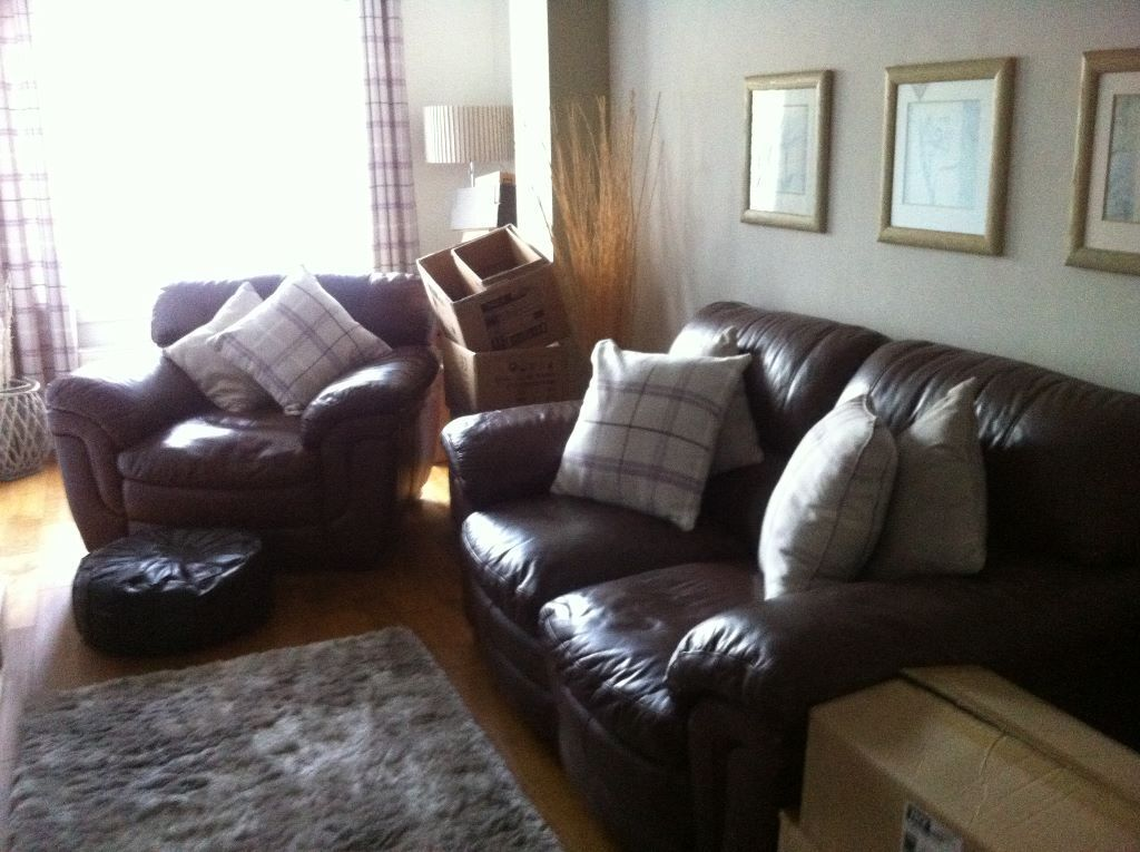 Brown leather sofa and chair 5 scatter cushions in ayr for Cushions for leather sofas