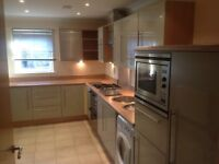 ** 2 bed flat Horsham - Gated, Parking space, Near station/shops, Large, Bright, Quiet **