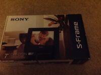 Sony digital photo frame DPF-D72N black new