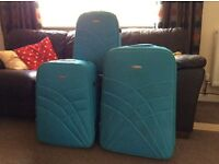 Set of 3 turquoise suitcases