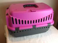 PET CARRIER BOX TO SUIT SMALL DOG CAT RABBIT GUINEA PIGS. EXCELLENT CONDITION