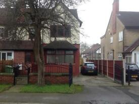 Professional Houseshare in Refurbished 5 bed house in Moortown Leeds. All bills included.