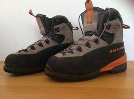 SALOMON climbing boots size 10 1/2 outdoor activities
