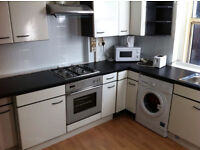 3/4 bed (ex local) availabel in zone 1 perfect for students ... also sub let!!!