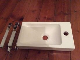 Rectangular basin with chrome brackets