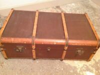 Vintage trunk, good clean condition...