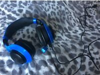 Chat head set with speakers