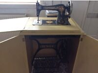 Antique early 1980's Singer sewing machine - Free delivery
