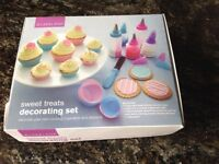 BNIB. Lakeland cake decorating set