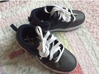 Childrens size 1 heelys ( never worn )