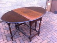 Vintage solid oak drop leaf dining table in very solid and sturdy condition