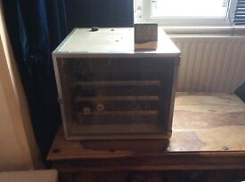 Incubator with humidity meter. holds over 50 eggs. In great condition