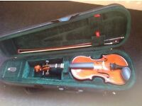 Child's violin with case (Stentor brand) 1/4