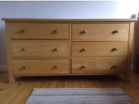 Modern 6 drawer solid oak chest of drawers. Immaculate condition
