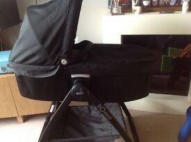 Graco Evo Carry cot and stand in black.