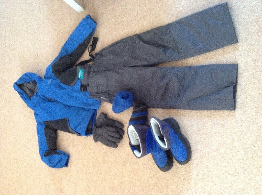Boys ski set - jacket, pants/ salopettes, gloves, snow boots, socks. Aged 7-8