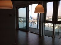 IPSWICH. Super apartment with balcony directly overlooking the Marina. Very light and sunny.
