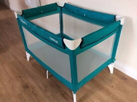 Child's/baby travel cot