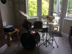 Full drum kit + stands + cymbals