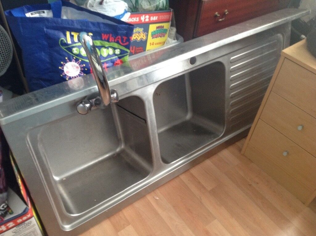 Double sink unit with shelf and legs