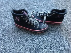 SKECHERS TINKLE TOES TRAINER BOOTS - Black with a pink trim size 2 nearly new