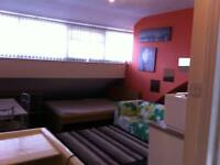 nice fully self contained flat/bedsit fully furnished m19
