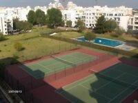 Hot and sunny winter with free tennis in the Algarve, without needing a car