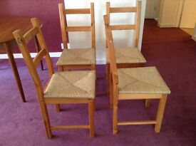 6 dining chairs in pine and raffia.