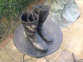 Side motorcycle boots
