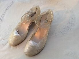 Gold, sparkle shoes size 6 new lovely