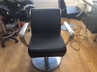 Nelson Mobilier salon styling chairs