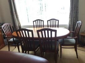 Extending dinning room table and 6 chairs