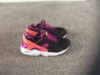 Nike Huaraches in a size 5.5 in excellent condition.