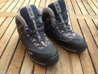 Salomon hiking boot 6.5 Goretex lined £20