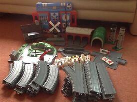 ERTL Thomas train track and trains
