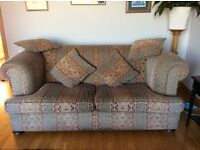 2 seater Chesterfield sofa with 4 matching scatter cushions