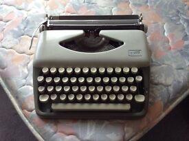 Typewriter Adler Tippa