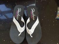 Ladies Skechers sandles