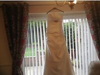 Pretty wedding dress and train lovely classic design