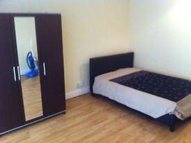 Big Double Room to let- E13 Near Newham Hospital
