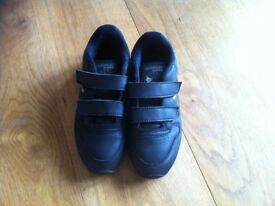 Reebok boys' black school trainers in excellent condition, UK size 12