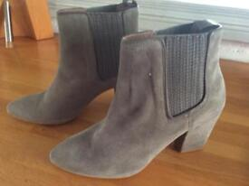 Reiss Brand New Grey Suede Chelsea Boots size 5