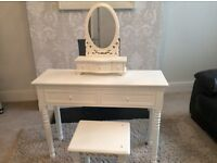 Gorgeous dressing table with mirror