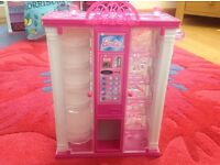 BARBIE ACCESSORIE VENDING MACHINE.